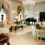 Уютная гостиная в золотом цвете