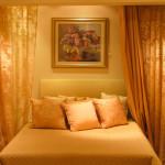 Уютная спальня в золотом цвете