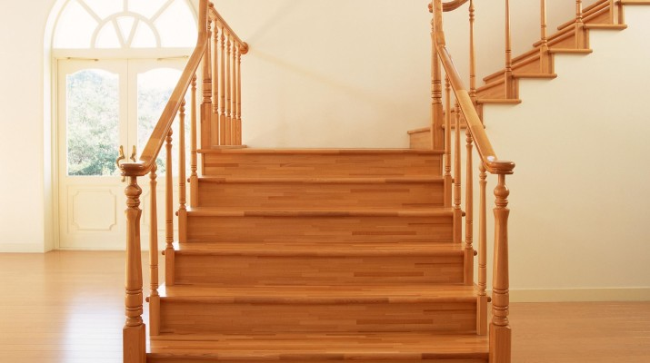 Выбираем породу дерева для деревянной лестницы