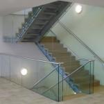Ограждения из стекла для лестницы