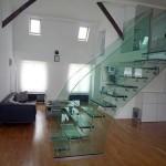Орининальные лестницы из стекла