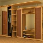Практичный шкаф-купе в прихожей в квартире