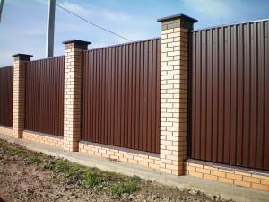 Забор из профнастила и его красота