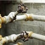 Зачем менять все трубы в старых домах