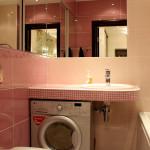 Практичный интерьер для ванной комнаты