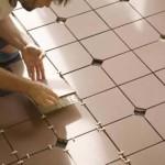 Укладывается керамическая плитка