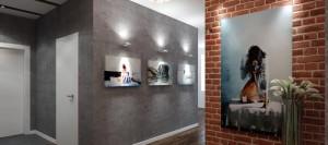 Серый цвет стен для стиля лофт в стильной прихожей