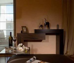 Темная мебель из натурального дерева в коричневой прихожей