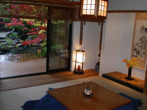Красивый японский интерьер в прихожей