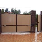 Распашные ворота – простота и практичность обустройства территории