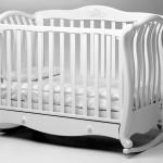 Как сделать правильный выбор кроватки для новорожденного